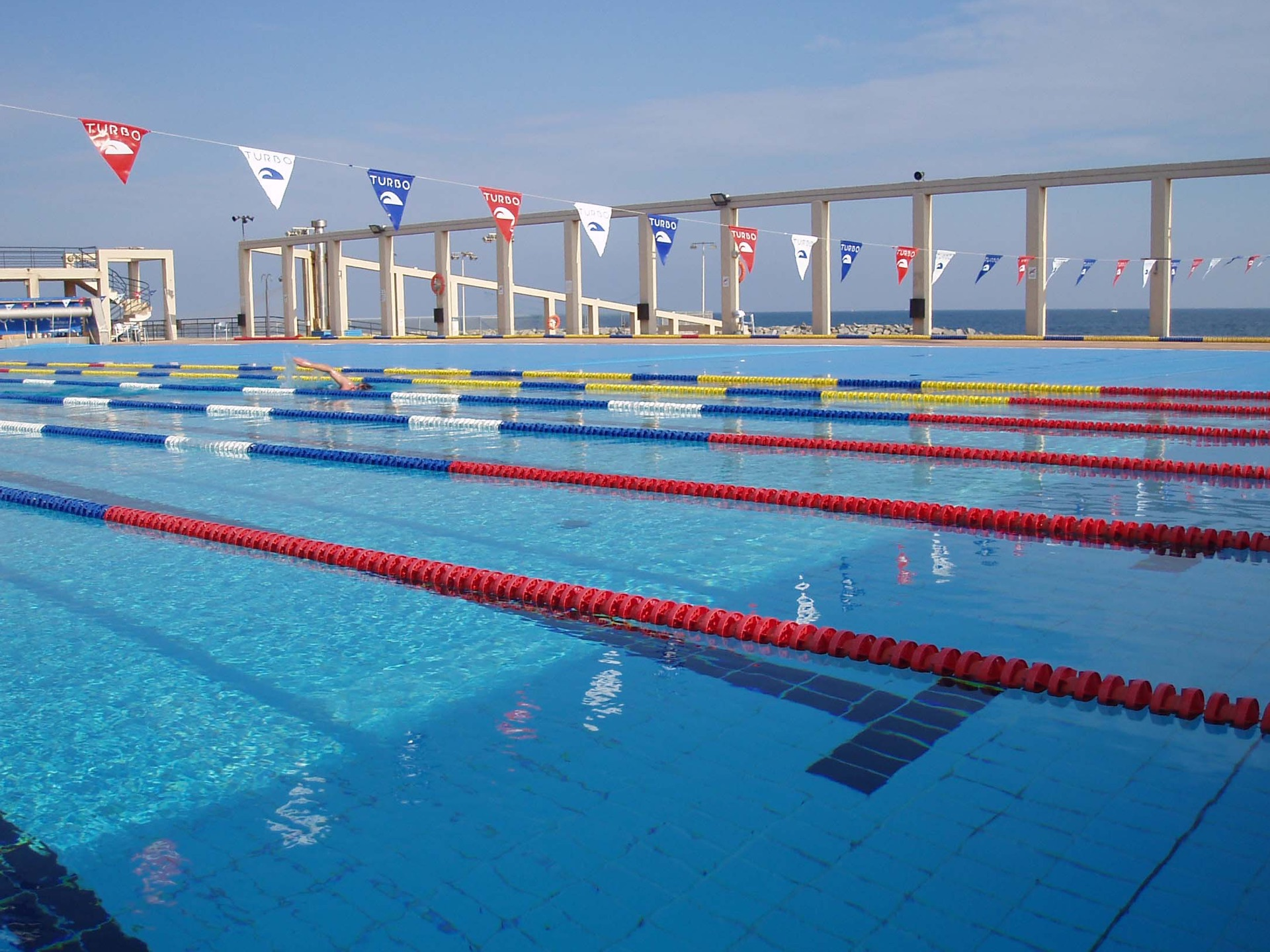 Sol sports meet our team of dedicated sports enthusiasts for Piscine olympique